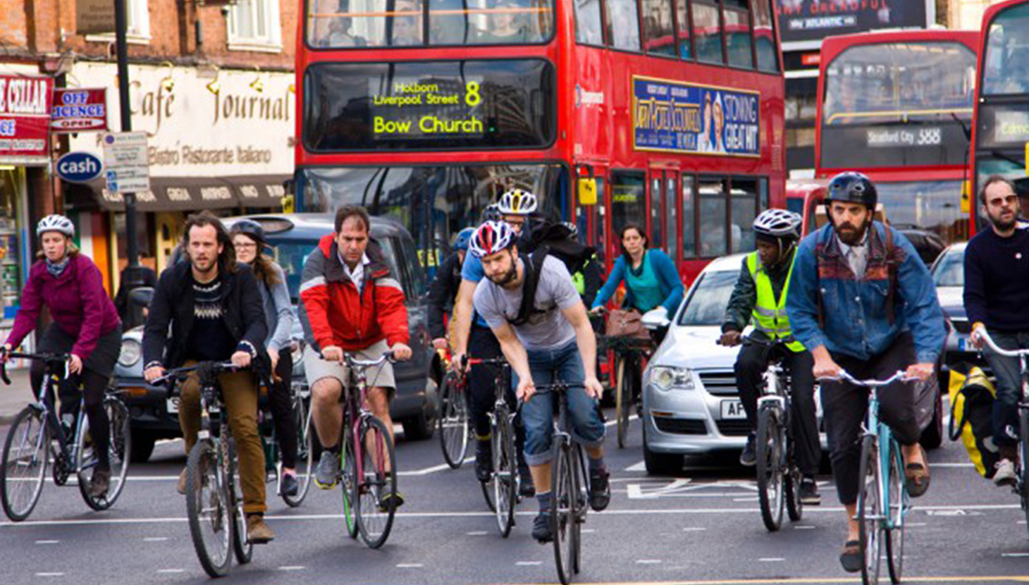 peoplecycling-throughlondon