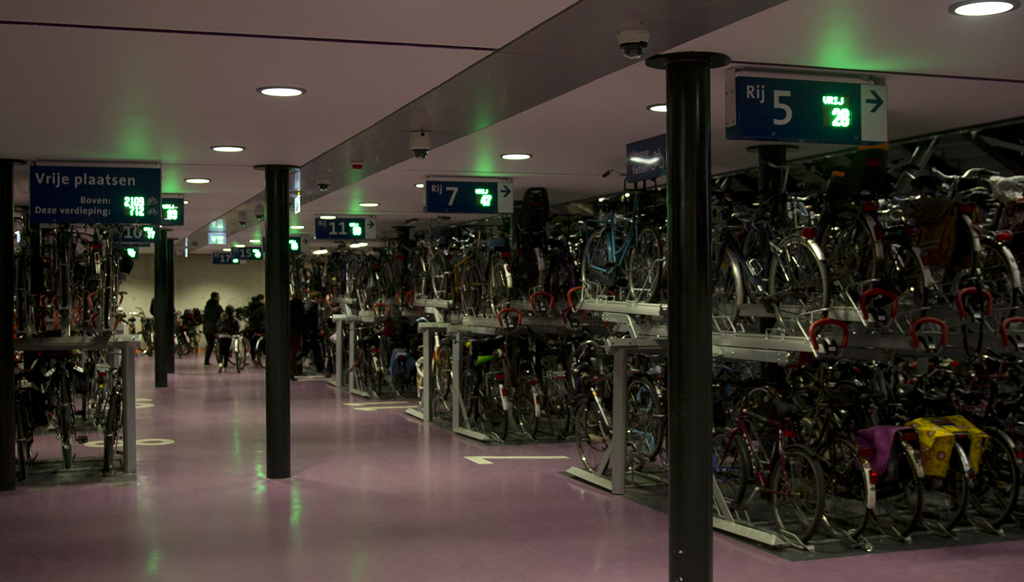 Utrecht station bike parking. ph. Fiestberaad